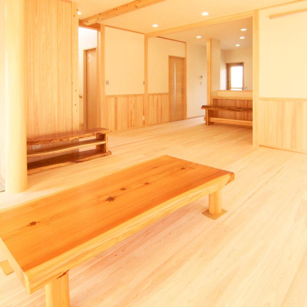 木目の美しい和風の家